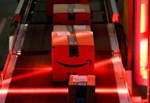Para las compras navideñas, tiendas de EU prometen envíos en un día