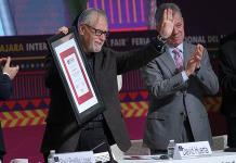 La FIL Guadalajara 2019 abre sus puertas premiando al poeta David Huerta