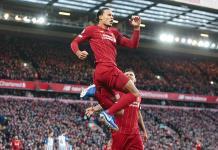 Liverpool sufre pero gana y afianza liderato de la Premier
