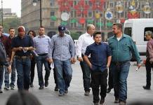 Venimos por respuestas, dicen los LeBarón en Palacio Nacional