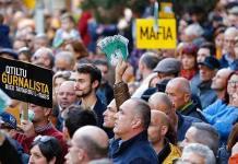 Manifestantes impiden al premier de Malta salir del Parlamento y exigen su renuncia inmediata