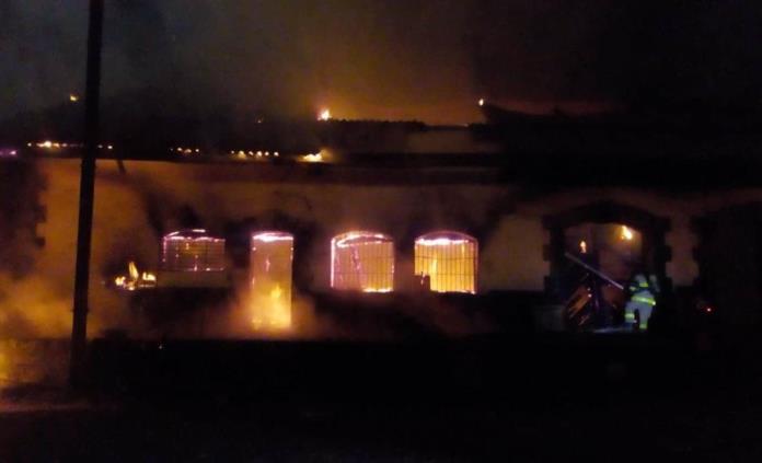 Incendio en las bodegas del ferrocarril provoca movilización