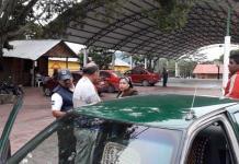 Pasajero casi degüella a taxista de Valles