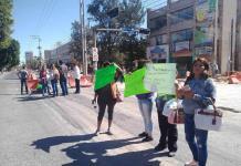 Ambulantes de la calle Iturbide realizan bloqueo en Carranza