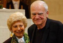 Devuelven nacionalidad checa al escritor Milan Kundera