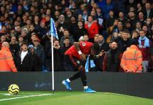 Aficionado de Manchester City es arrestado por gestos racistas