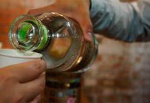 Estrés laboral podría aumentar consumo de alcohol