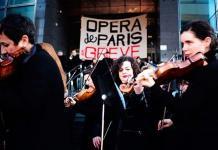 La orquesta de la Ópera de París toca en la calle en protesta contra Macron