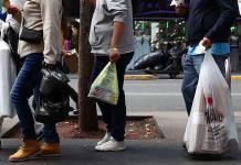 Propone Cándido otro cambio a prohibición de bolsas de plástico; reconoce que el anterior causó confusión