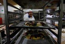 Panaderos preservan rosca de reyes tradicional ante las comerciales