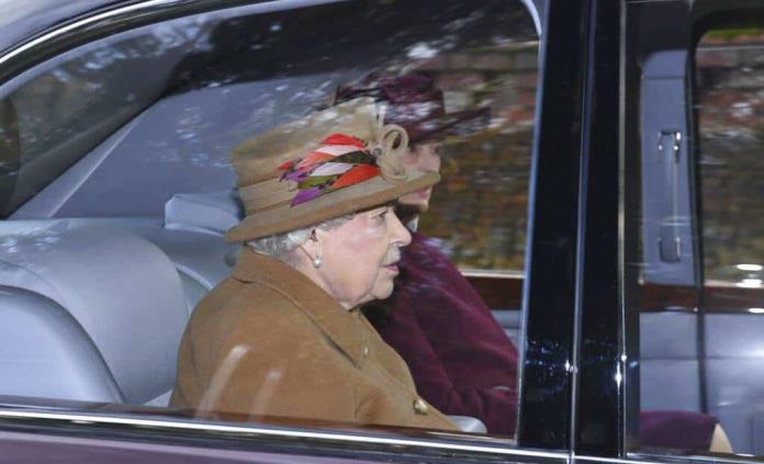 Isabel II convoca a una reunión para abordar el futuro de Enrique y Meghan