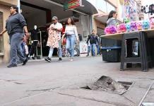 Con grasa taponean drenaje en la Hidalgo