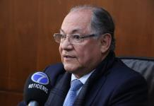 Juan Ramiro entrega informe del TEJA y se descarta, de momento, para la gubernatura