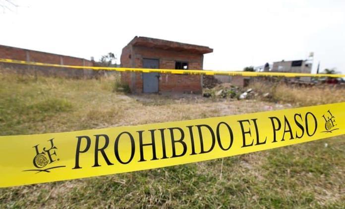 Hallan 29 cuerpos en una fosa en Jalisco