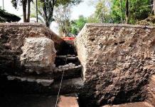Encuentran plataforma prehispánica