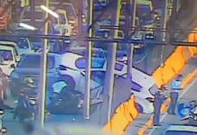 Auto choca y vuelca sobre otro vehículo cerca del Aeropuerto de CDMX
