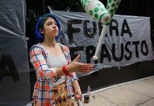 Artistas cierran instalaciones de Secretaría de Cultura y piden pagos