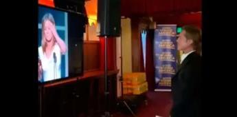 VIDEO| Brad Pitt detiene conferencia para ver a Jennifer Aniston