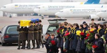 Ucrania recibe a víctimas de caída de avión