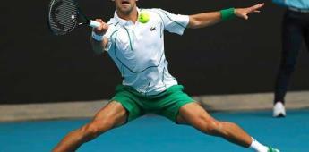 Djokovic y Federer barren a sus rivales para acceder a tercera ronda en Melbourne