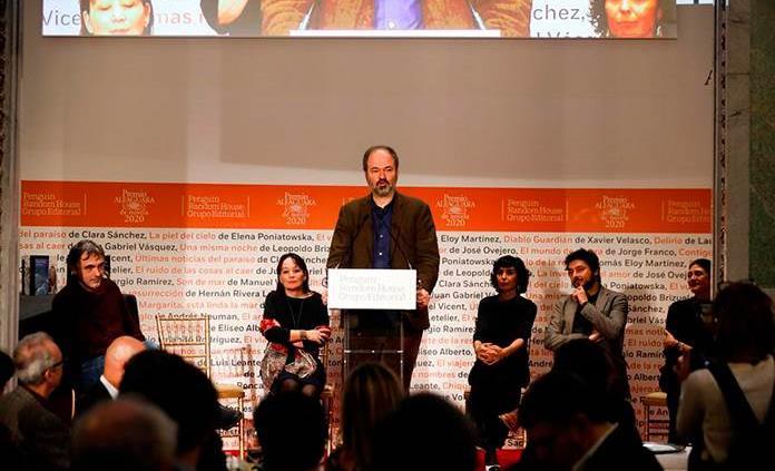 La novela Salvar el fuego de Guillermo Arriaga, Premio Alfaguara 2020