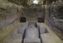 Arqueólogos presentan tumbas y antigüedades en Egipto