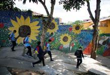 Mural de Oscar Olivares estimula la conciencia ecológica