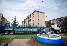 La piscina a domicilio de Los Simpson que triunfa en el seco verano chileno