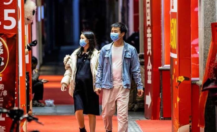 Piloto chino minimiza el peligro del coronavirus