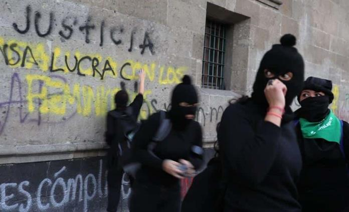 Feministas quedan inconformes tras reunión en Palacio Nacional