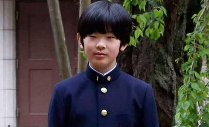 Fijan condena contra hombre que colocó cuchillos junto a pupitre del príncipe japonés