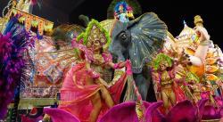El Sambódromo baja el telón pero el Carnaval corre libre en todo Brasil