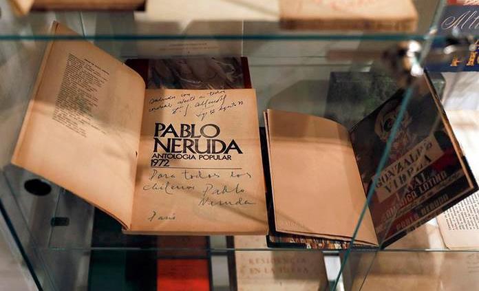Aplazan la subasta de la mayor colección privada de documentos de Neruda