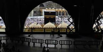 Arabia Saudí suspende visitas a La Meca y Medina por virus