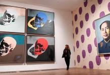 La persona tras el nombre de Andy Warhol, en una exposición de la Tate Modern de Londres