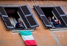 Jugadores del Bolonia llaman a aficionados que viven solos