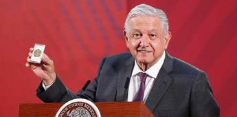 Entre abrazos y amuletos: las controversias de López Obrador con el COVID-19