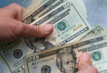 Dólar abre en menos de 25 pesos en ventanillas