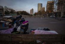 El virus acentúa el aislamiento de los sintecho en Barcelona
