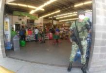Realizan militares rondines de vigilancia en supermercados