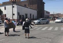 Vecinos bloquean Himno Nacional; exigen suministro de agua