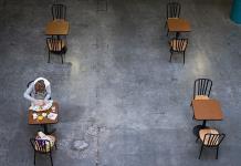 Con las mesas vacías por el coronavirus, chefs del mundo dan batalla más allá de la cocina