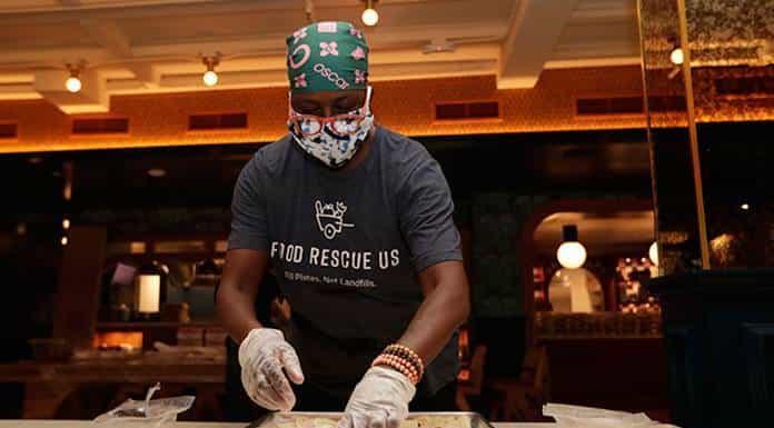 Chefs alimentan y ayudan en pandemia'>
