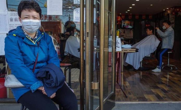 Podría haber nuevo brote internacional del virus en otoño, dice experto chino