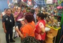 Discuten comerciantes e inspectores por anuncio del cierre de giros no esenciales en el mercado República