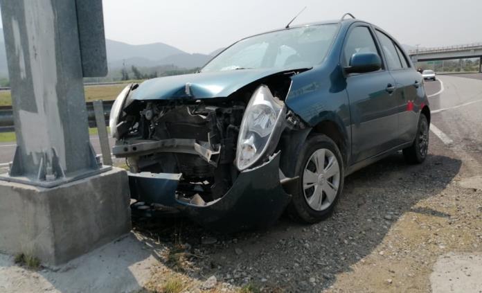 Madre e hijo resultan con heridas leves tras sufrir un accidente carretero