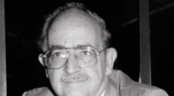 Muere el dramaturgo Tomás Urtusástegui'>