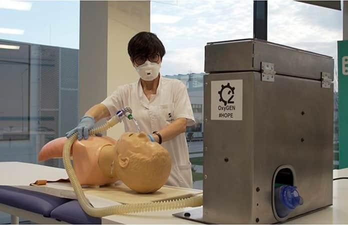 Pruebas con el respiradir antes de hacer los envíos a hospitales.-