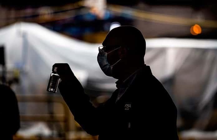Los empleados tendrán a la mano gel antibacterial y sanitizante.