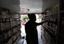 Librería rodante promueve lectura durante aislamiento por COVID-19 en México